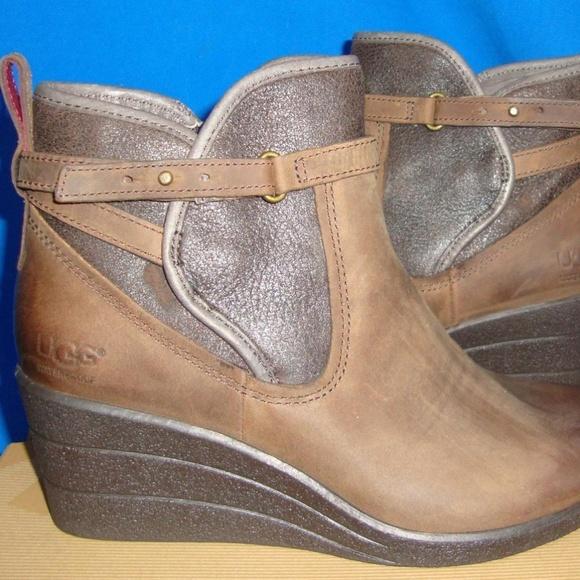 69f7e9ade79 UGG EMALIE Stout Waterproof Leather Sz 7 NWT